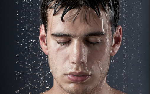 「化粧水」は使うべき?肌質を変えるメンズスキンケア入門