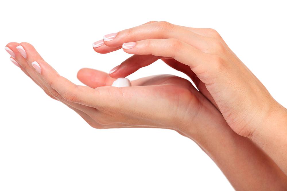 乳液はコットンと手どちらでつけるべきか?