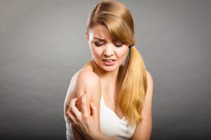 ストレスによる肌荒れでかゆい原因は?