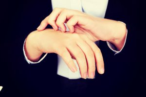 手荒れによるかゆみの原因と対処法