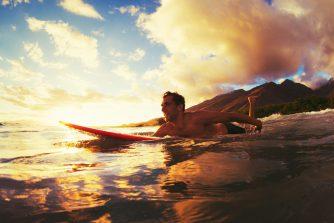 海の「サーフィンセラピー」効果に注目!波がポジティブ思考に変えてくれた