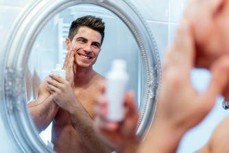 男が乳液を使わないのは自傷行為!スキンケアにおける乳液の効果とは?