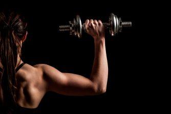 ダンベルで背筋を効果的に鍛える3つのメソッド