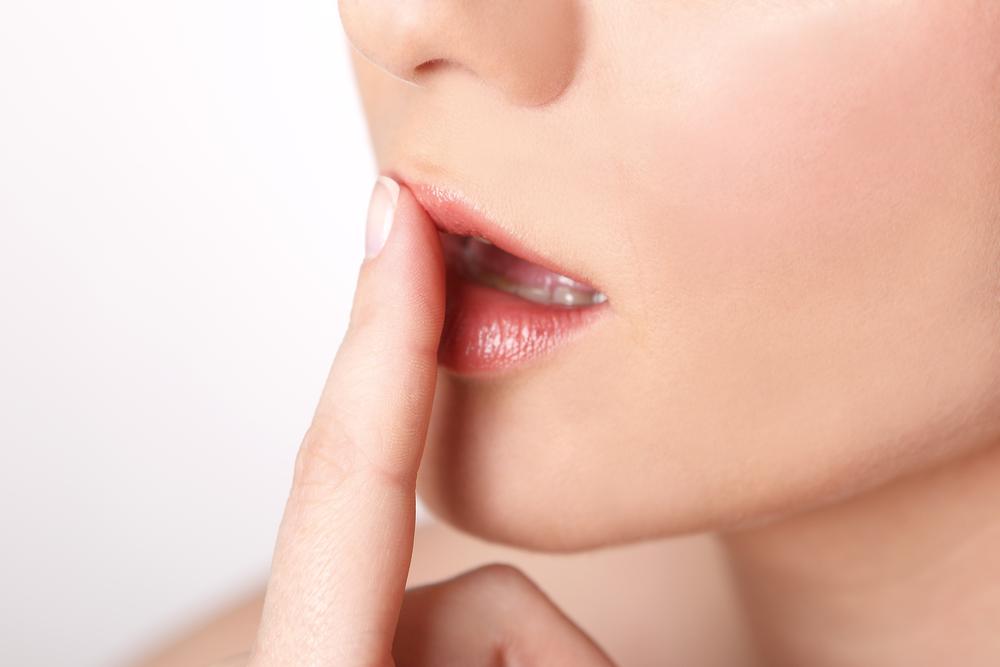 唇の荒れる原因はやはり乾燥が敵