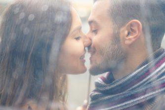唇が荒れる原因は?リップクリームを正しく使ってガッカリされないキスを!