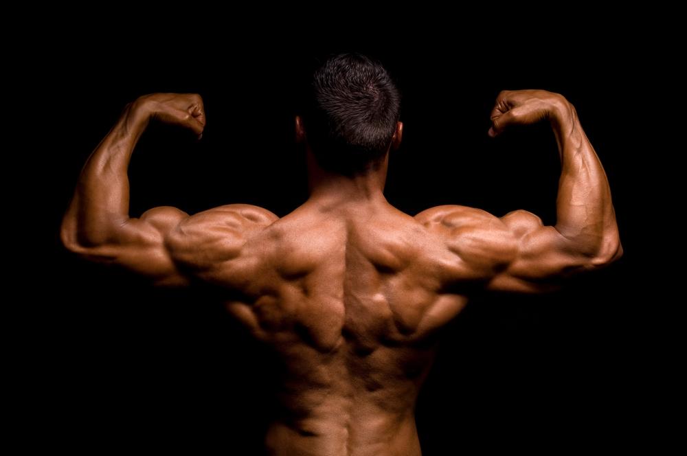 背筋を鍛える!男らしくなれる5つのメリットと2つのデメリット