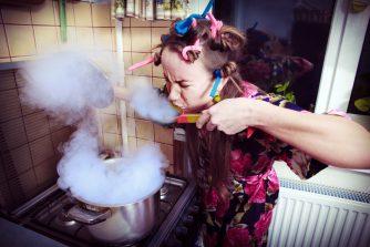 彼女の手料理がマズイ!料理下手な原因と我慢するデメリット