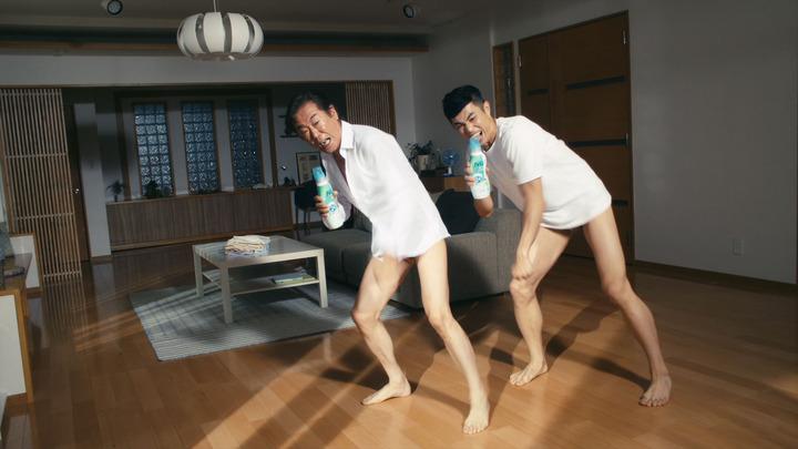 70歳の西岡徳馬の新CMが話題!小島よしおのネタ「そんなの関係ねぇ」を完コピ!