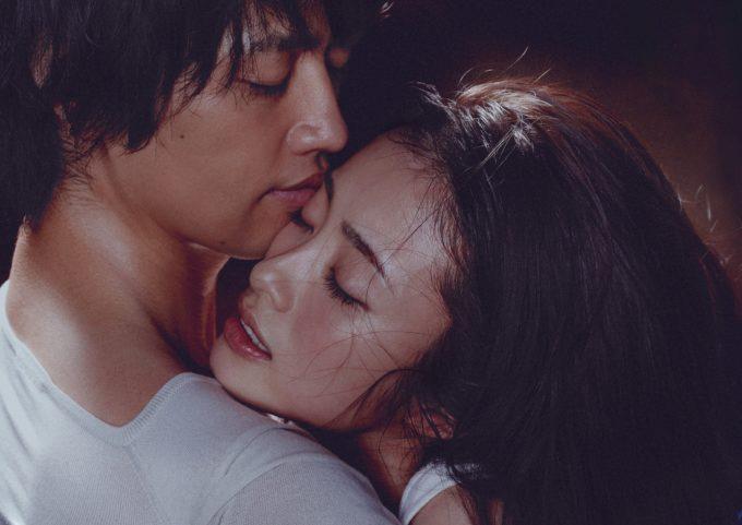 映画「昼顔」公開!離婚が囁かれる上戸彩の濡れ場ベッドシーンに期待!?