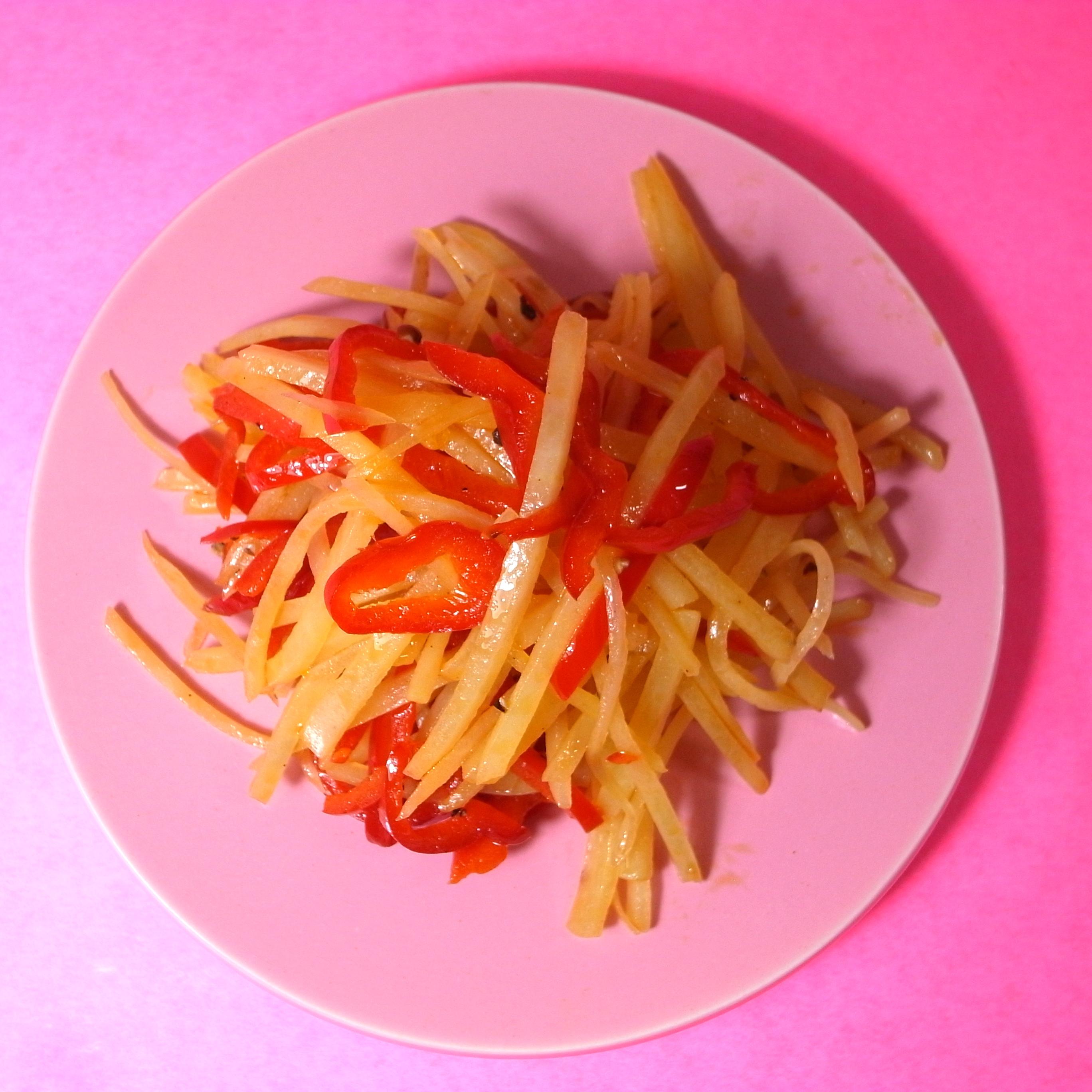 赤ピーマンとじゃがいもの塩炒め −食べて身体の内側から日焼けケア!−