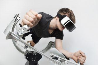 ワイドナショーで松ちゃんも絶叫!VRエクササイズが話題!?空を飛びながらボディメイクする超異次元トレーニングとは?