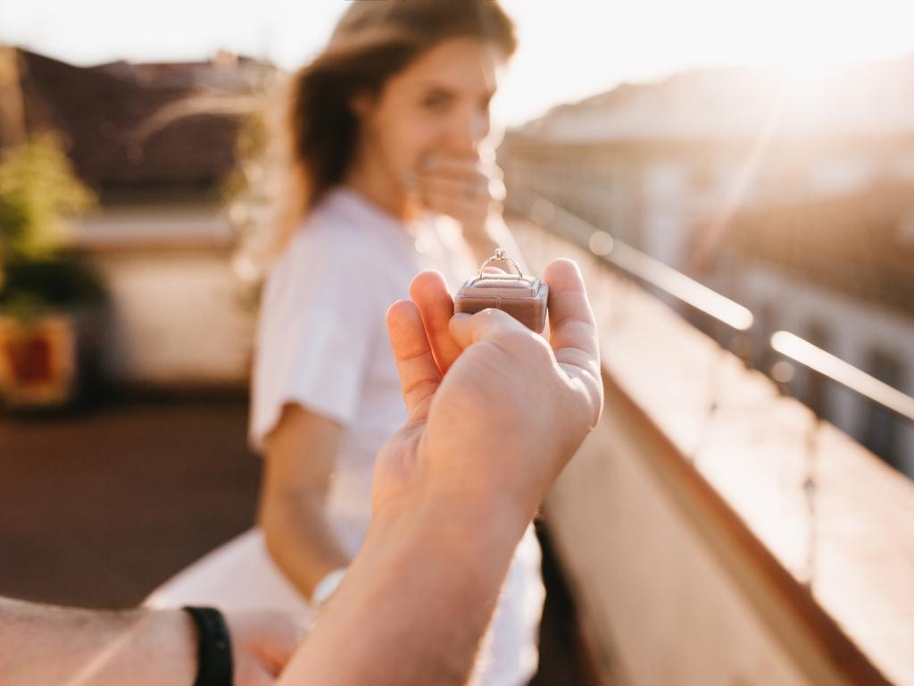 彼女の指輪のサイズをバレずに測る方法【サプライズプレゼント必勝法】
