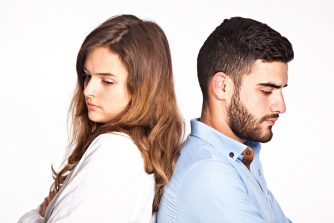結婚はいつ考えるのがベスト?みんなの結婚に関する意識調査【男は35歳がターニングポイント】