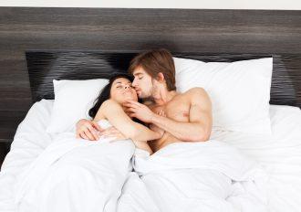 『医師監修』寝起きの口臭はなぜクサイ?口腔内の細菌数は2億4千万!?