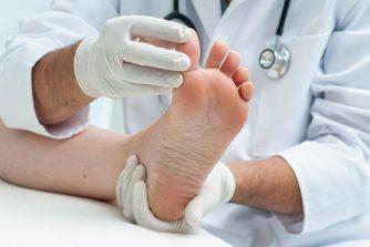 足の臭いの原因が病気?何をしても取れない臭いに疑うべきこと