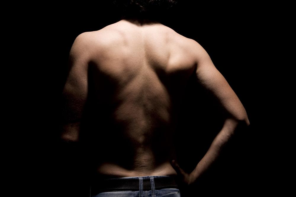 自重トレーニングで背筋を効果的に鍛える4つのメソッド【細く引き締まったモテる身体に】