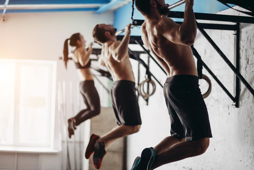 懸垂で背筋を鍛える5つのメリット【正しい懸垂(チンニング)をマスターしよう!!】