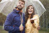 雨の日デートを楽しむための8つのポイント【靴やファッション&持ち物は?】