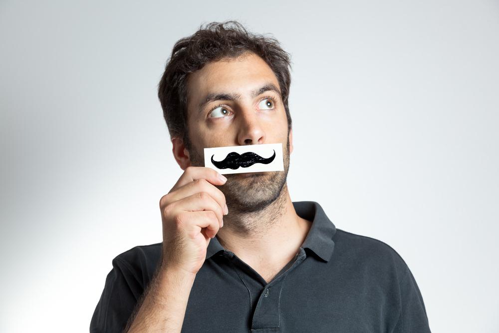 口ひげの脱毛は後悔の無いように!口ひげ脱毛のメリット&デメリットまとめ