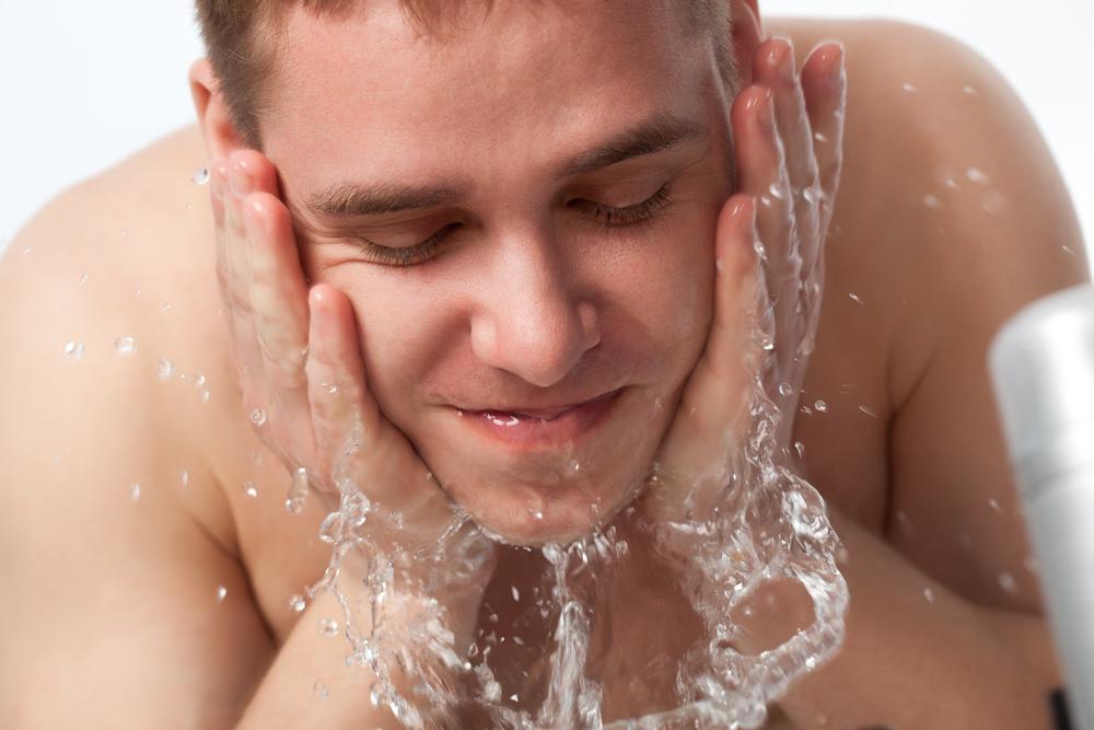 もうコレでテカらない!? 意外に知らない「正しい洗顔フォームの使用方法」!