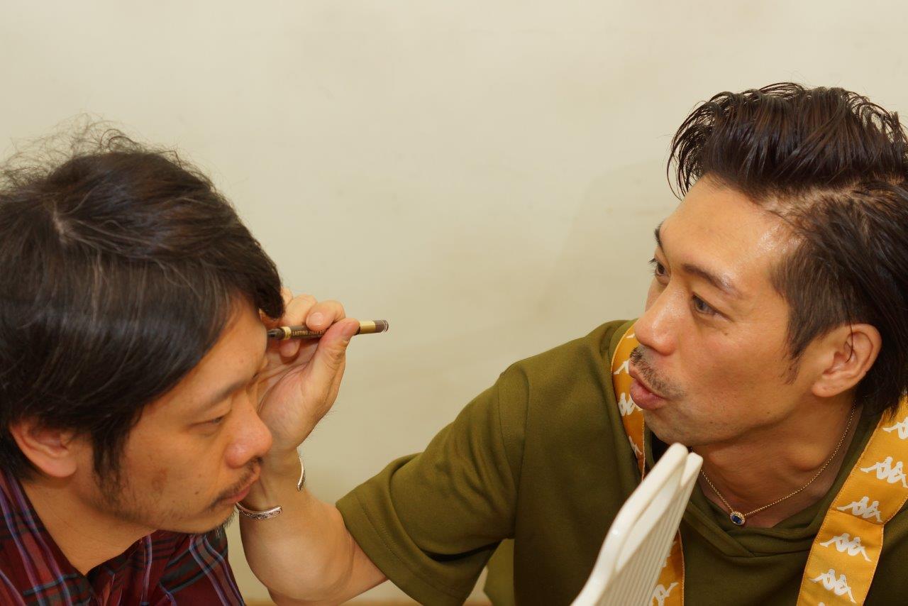 モテ髪師大悟のモテテク! モテのカリスマも、眉毛を描いてる!