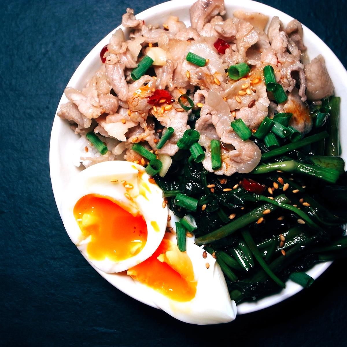 空芯菜、豚バラ炒めののっけ丼