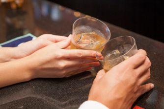 異性とのサシ飲みOKは脈あり?スマートな誘い方から当日の立ち振る舞いまで徹底レクチャー