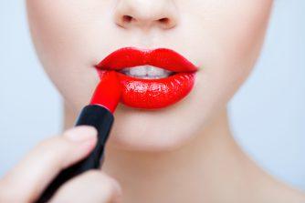 特別な思いを込めて…。女性にプレゼントしたいシャネルの口紅(リップ)7選