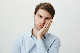 ため息をつく15の心理。 ため息がもたらす大切な効果とは?