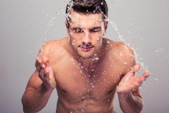 メンズのほとんどが間違ったスキンケアをしている‼正しい方法を知れば男性の肌は変わるのに!