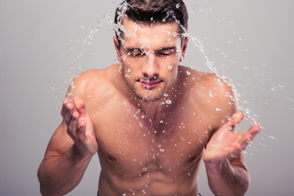 メンズのほとんどが間違ったスキンケアをしている!正しい方法を知れば男の肌も変わります