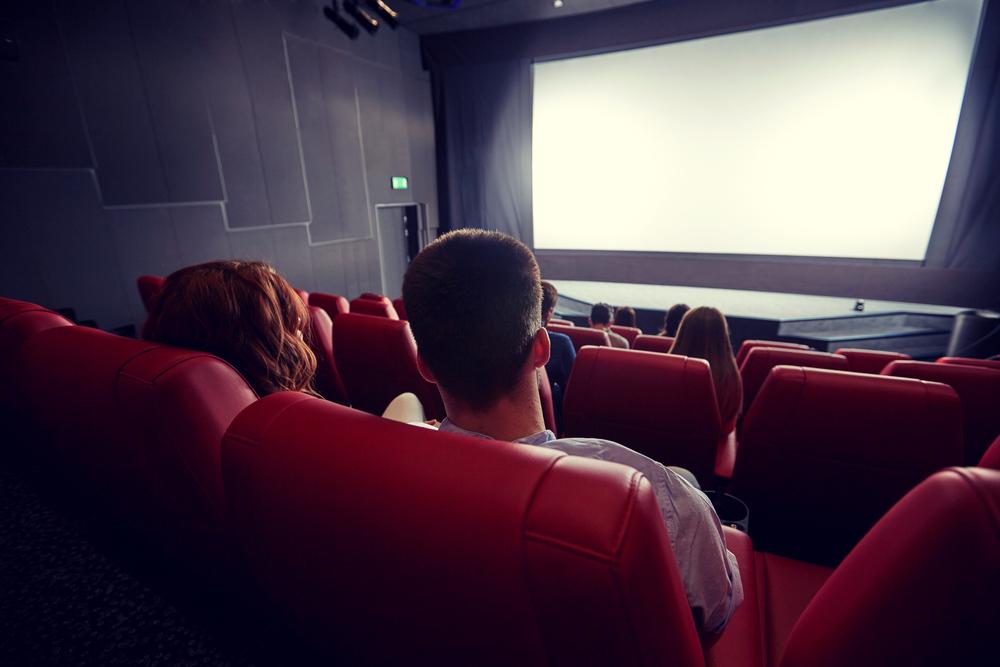 映画デートで座席選びは超重要!距離を縮める席位置はココ!!