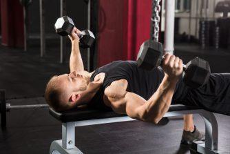 ダンベルフライで大胸筋全体が鍛えられる⁉その方法とやり方を紹介!