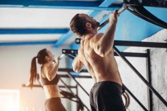 懸垂をしている人はダイエットに成功している!?驚きの理由と効果を紹介!