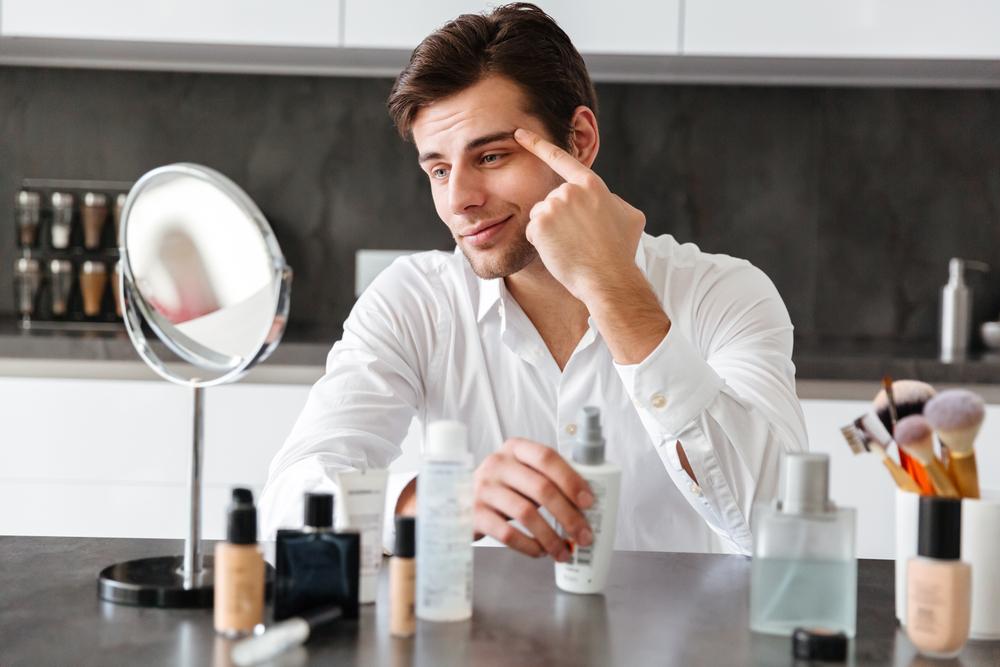 男の化粧は当たり前!ナチュラルメイクでコンプレックスを隠そう