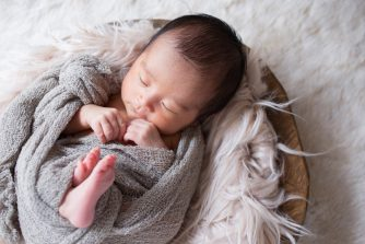 赤ちゃんを守るおくるみとは?凄すぎる効果と選び方~可愛すぎるおくるみも紹介!~