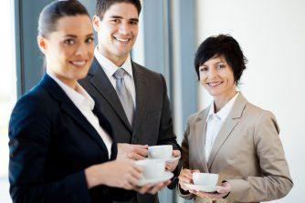 お茶出しのビジネスマナーを攻略せよ!「さすがだね!」と思われる作法をマスター!