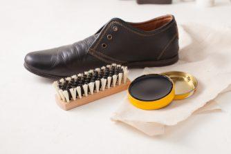 スエード靴のお手入れ方法~水濡れ色落ち対策から長持ちさせる方法まで~