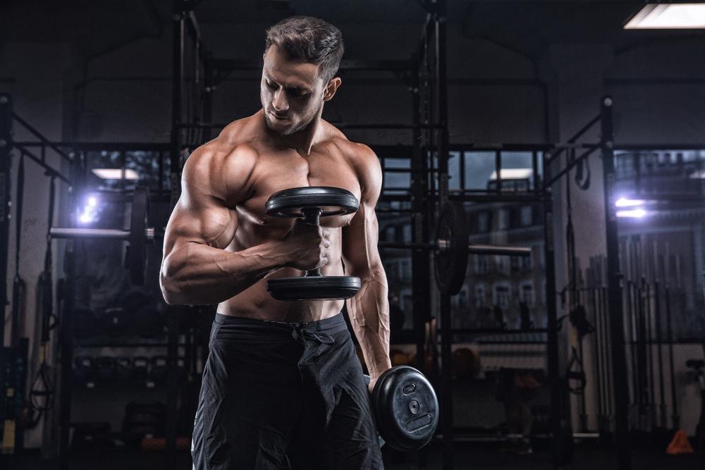 上腕二頭筋をダンベルで鍛える!~絶対に知っておくべきコツと効果的なトレーニング方法~