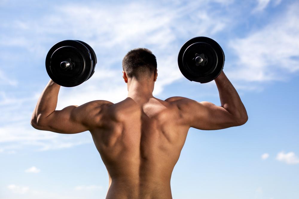 広背筋をダンベルで鍛えて背中で語れる男になれ!効果的に鍛えるポイントも紹介!