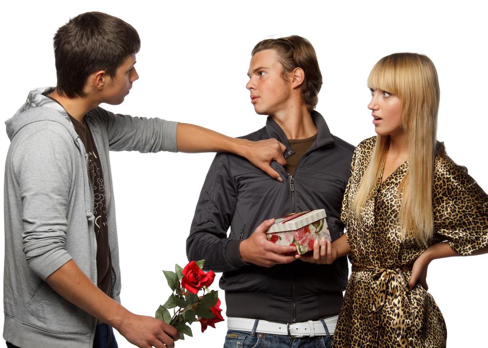 略奪愛を成功させたい男性へ~彼氏がいる女性を振り向かせる最短の近道とは?~