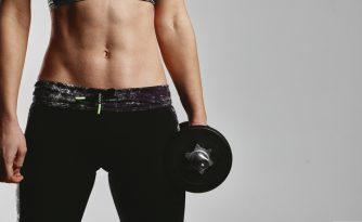 ダンベルで腹筋を鍛えられるのか?可能な理由と方法を徹底紹介!