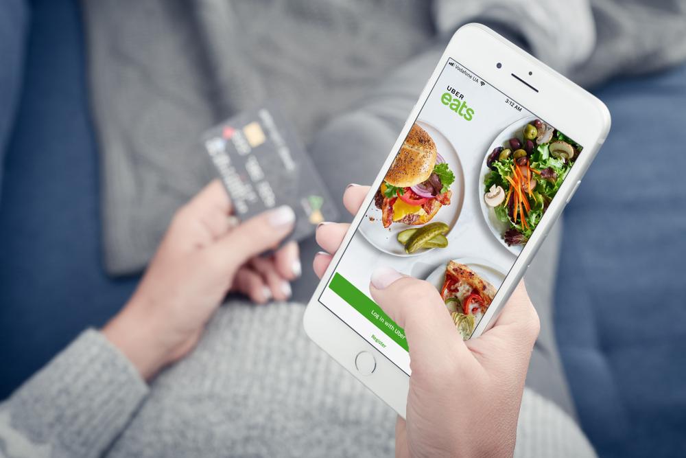 話題の宅配サービス『Uber Eats(ウーバーイーツ)』はかなり使える!【人気レストランの味を自宅やオフィスへお届け】