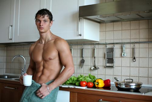 腹筋を割りたいなら食事制限も必要?摂るべき食べ物と食事のポイントを分かりやすく解説!