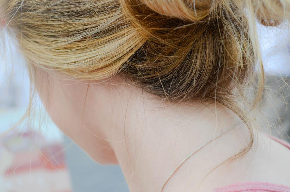 隠すだけではもったいない!襟足のくせ毛を活かせるヘアスタイル!