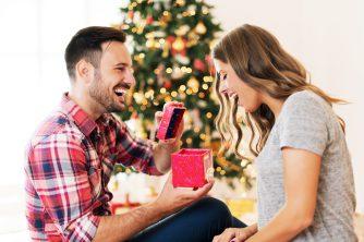 クリスマスプレゼントは渡し方にもこだわりを!サプライズで喜ばれる渡し方7選