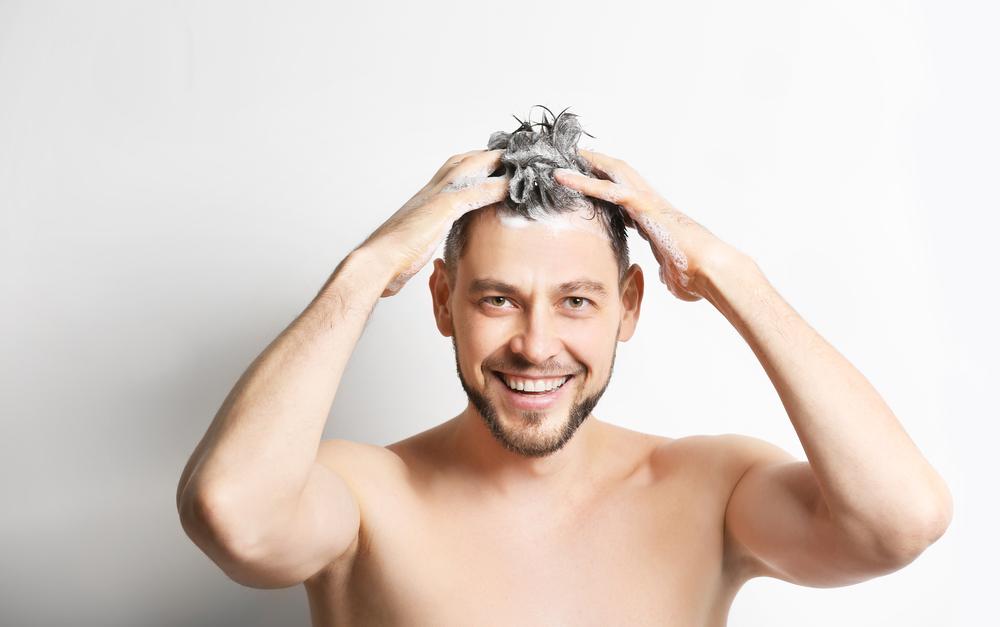 男の髪によい「シャンプーの仕方」とは!? メンズヘアケアの基本は〝正しいシャンプー〟から!