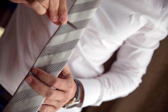 BURBERRY(バーバリー)のタイピンで洗練されたスーツ姿に!おすすめのバーバリーネクタイピン5選。