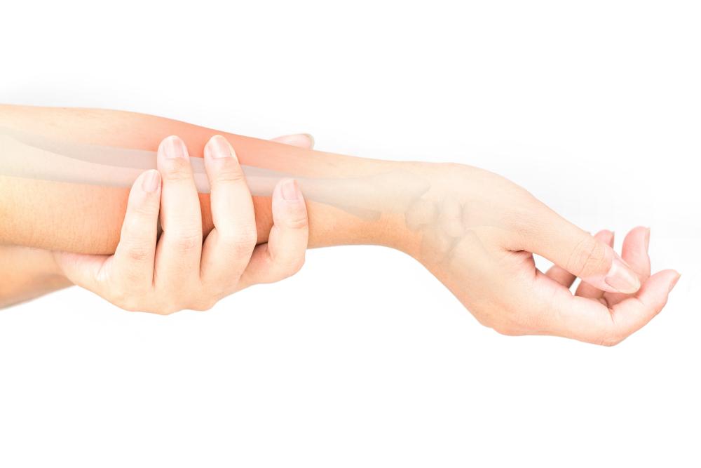 橈骨は骨折しやすい?痛みがひどいと日常生活にも支障が出る危険あり!