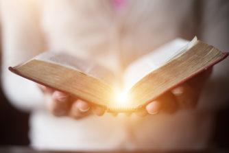 【聖書の名言集】愛にまつわる言葉14選~落ち込むあなたに贈る、心が穏やかになる言葉たち~
